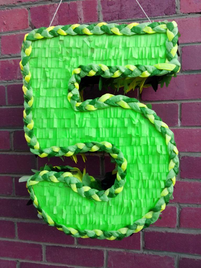 nr 5 green pinata